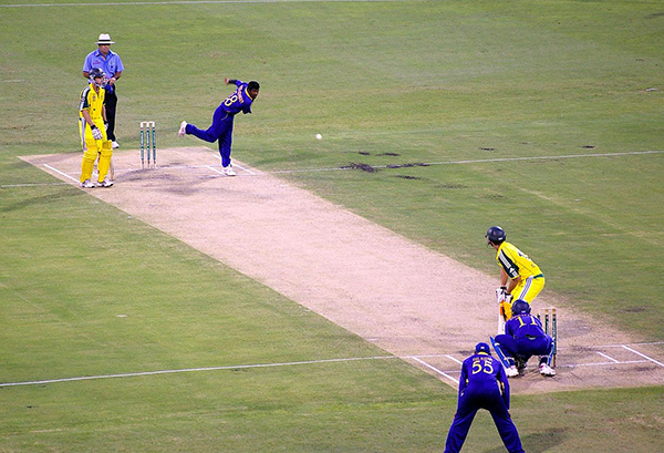 1280px-Muralitharan_bowling_to_Adam_Gilchrist